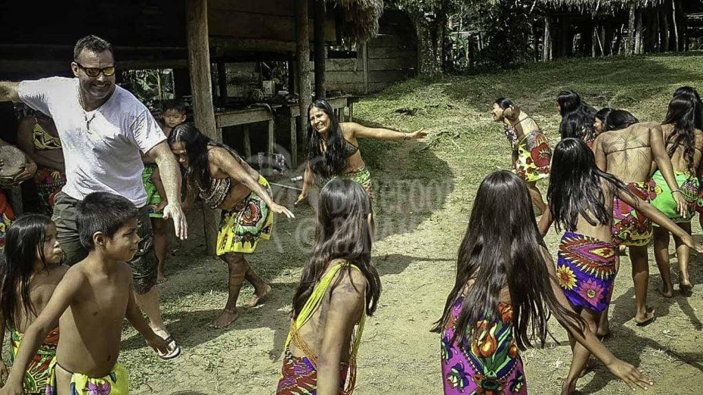 Indios-dancing