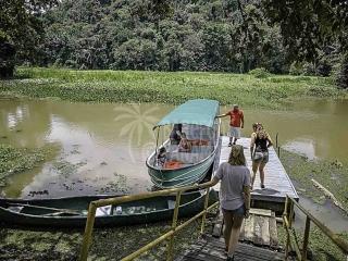 boarding-jungle-tour-boat