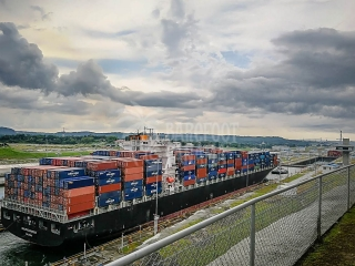 large-freight-liners-aat-new-locks