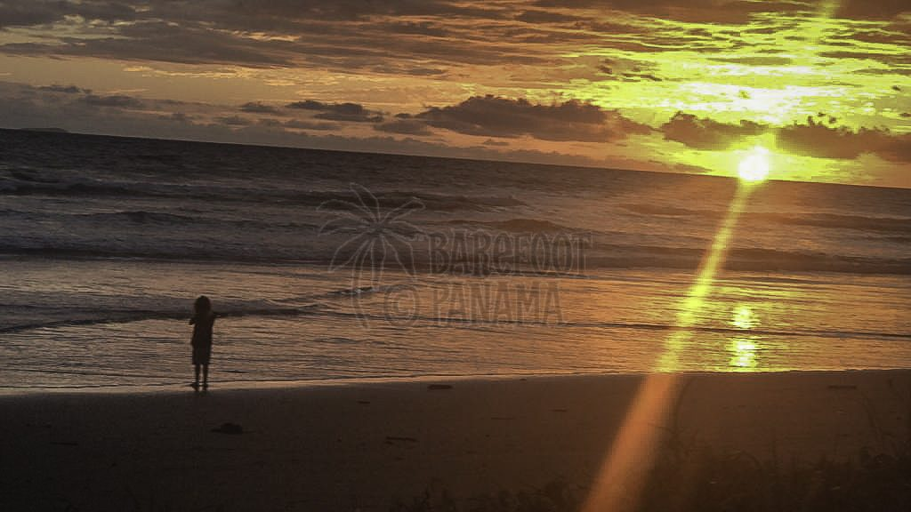 panama-child-beach-sunset