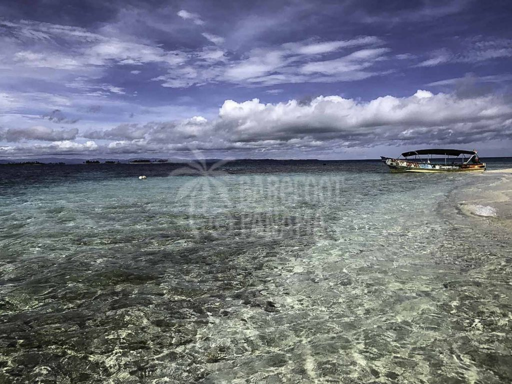 panga-boat-at-san-blas-island