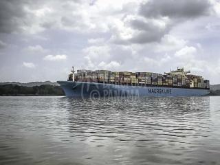ship-seen-on-panama-canal-tour