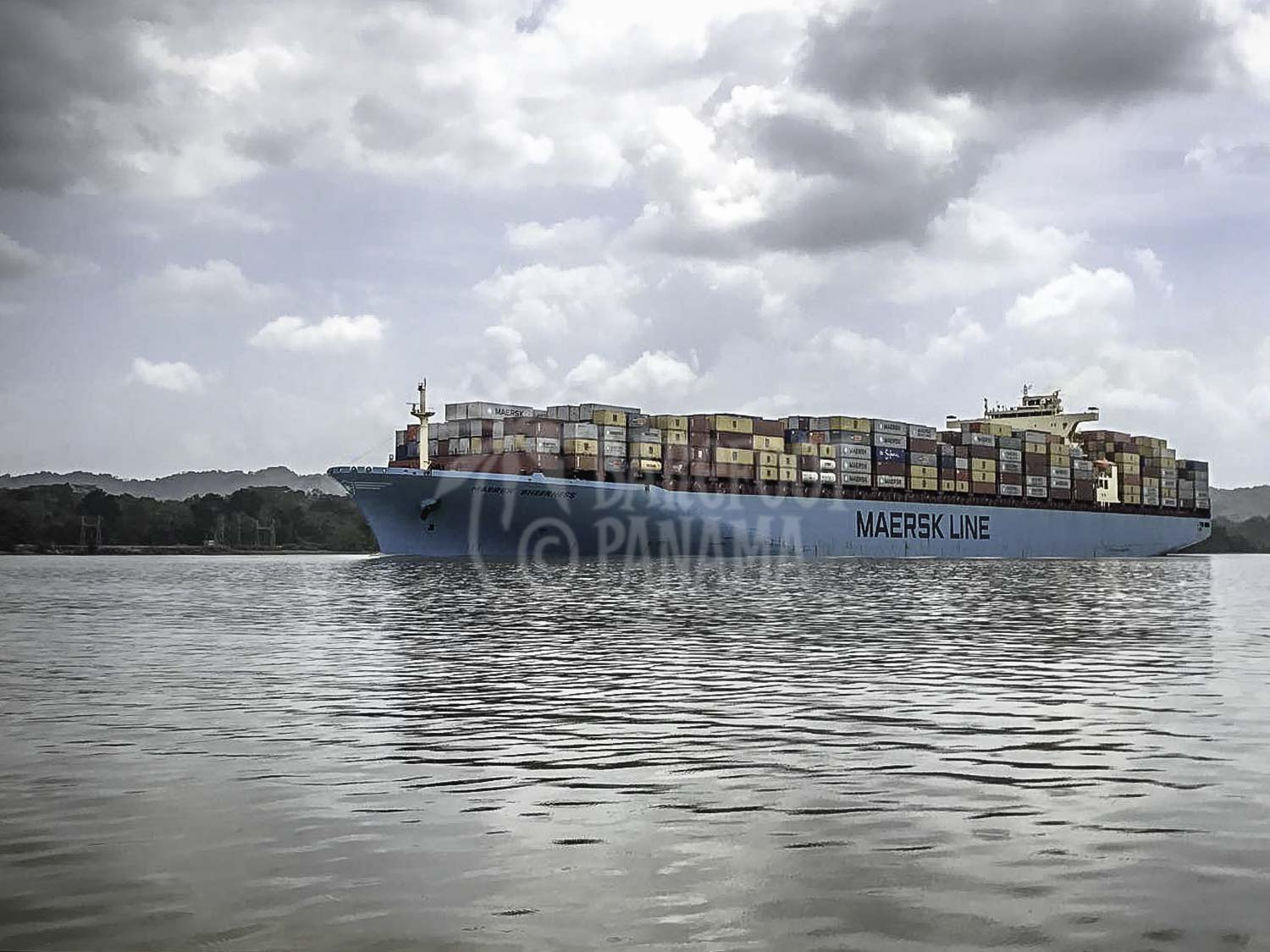 ship-seen-on-panama-canal-tour
