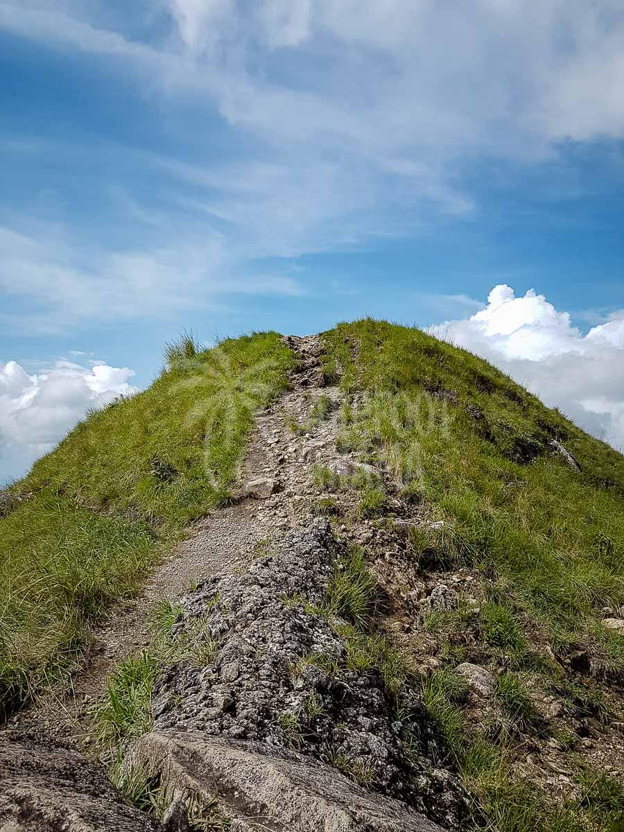 steep-paths-on-el-valle-volcano